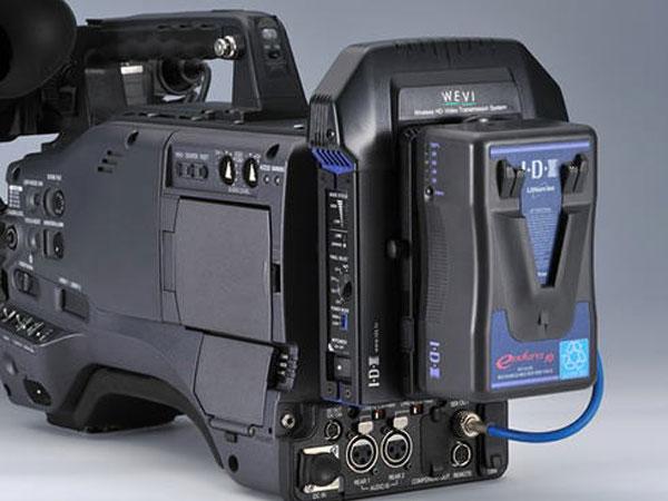 カメラのVマウントに装備する5.2GHz帯HD映像伝送システム
